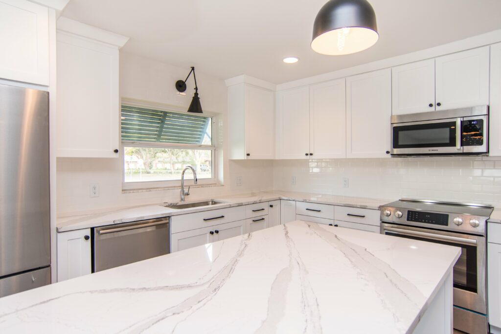 sun-bay-builders-546-rafael-blvd-ne-saint-print-012-22-kitchen-4200×2800-300dpi
